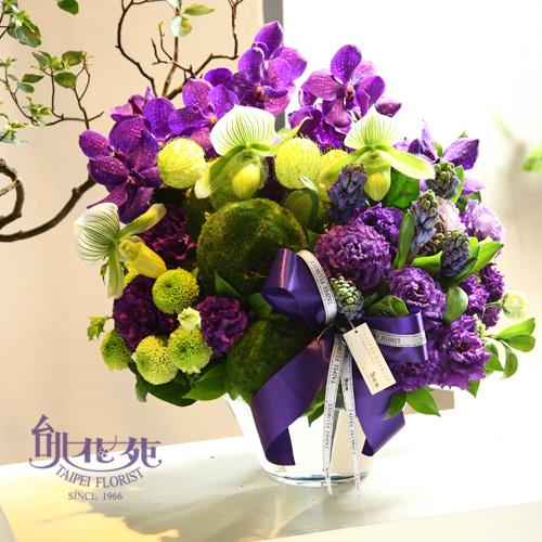 浪漫的紫色花朵與青翠綠意